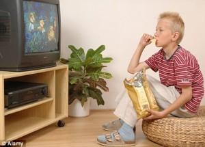 Apaga la televisión y la computadora para mejorar el peso de tu hijo