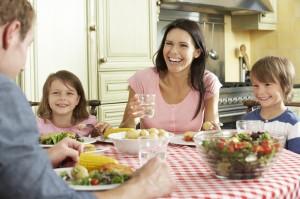 Las conversaciones a la hora de la comida estrechan los lazos familiares