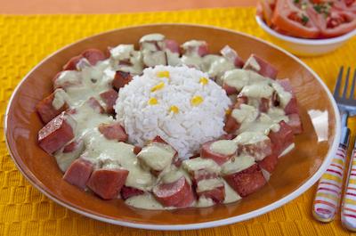 Carnes frías Kir en salsa chile poblano