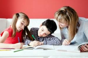 """Deja que tu hijo aprenda los cinco valores """"escondidos"""" que tienen las tareas"""